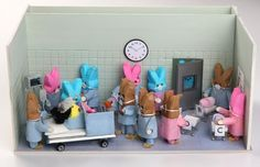 """2009 FINALIST: """"Oh My Peep! There's an 'H' in There!""""  In 2009, (the Post) received several dioramas depicting the Suleman octuplets, but this one by Gwen Jones of Richmond bowled us over with its precision. """"The octuplet story was funny itself, but the thing that struck me most was they coded all the kids 'A' to 'G' because they thought there were seven in there,"""" says Jones, a homemaker and freelance graphic designer. Diaroma Ideas, Craft Ideas, Marshmallow Bunny, Peep Show, Easter Peeps, Happy Easter, Easter Activities, Freelance Graphic Design, Elements Of Art"""