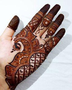 Mehndi is something that every girl want. Arabic mehndi design is another beautiful mehndi design. We will show Arabic Mehndi Designs. Henna Hand Designs, Mehndi Designs Finger, Peacock Mehndi Designs, Simple Arabic Mehndi Designs, Legs Mehndi Design, Mehndi Designs For Girls, Mehndi Designs 2018, Stylish Mehndi Designs, Mehndi Designs For Fingers