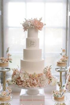 Wedding Cake Inspiration - Photo: Mango Studios
