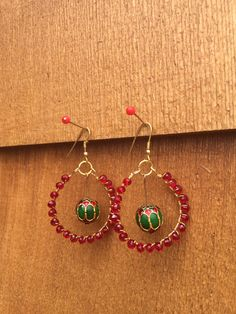 Traditional Indian style red & green earrings  Silver plated spiral necklace set #littlewildthings #handmadejewelry #soumyaprakash  #handmadeearrings #earrings #jewelrymaking