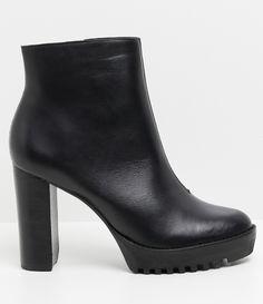 Bota feminina  Salto alto   Material: sintético  Marca: Satinato  Com cano médio     COLEÇÃO VERÃO 2017     Veja outras opções de    botas femininas.        Sobre a marca Satinato     A Satinato possui uma coleção de sapatos, bolsas e acessórios cheios de tendências de moda. 90% dos seus produtos são em couro. A principal característica dos Sapatos Santinato são o conforto, moda e qualidade! Com diferentes opções e estilos de sapatos, bolsas e acessórios. A Satinato também oferece para as…