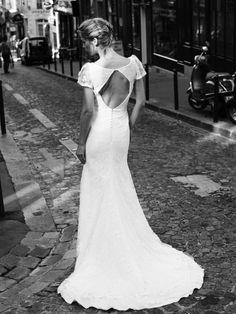 Réflexions mythomanes sur le mariage  http://missscoiattollo.wordpress.com/2013/10/24/reflexions-mythomanes-sur-le-mariage/   La robe à essayer chez Ugo Zaldi