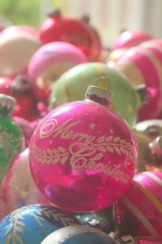 .i had xmas balls exactly  like this growing up..  ༺♥Happy Holidays♥༻✿ڿڰۣ(♥NYrockphotogirl ♥