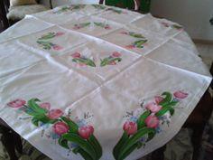 Toalha de mesa com tulipas