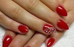 Diseños de uñas naturales sencillos, Diseños de uñas naturales con piedras. #decoraciondeuñas #acrylicnails #uñasbonitas