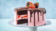 Dripcake: Sjokolade- og jordbærkake med dryppekant No Bake Cake, Tiramisu, Sweet Tooth, Deserts, Ethnic Recipes, Food, Baking Cakes, Nice, Essen