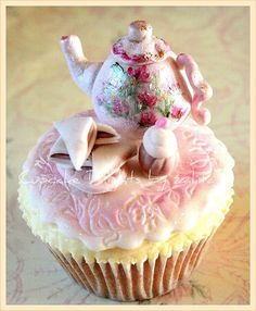 This cupcake would be so much work!  I love it and wish I had the free time to try it :(
