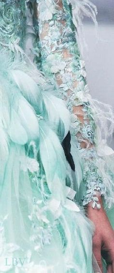 Tony Yaacoub Haute Couture Spring 2014 - Look at the glorious feathers + lace + flowers! All in Tiffany Blue :) Couture Details, Fashion Details, Fashion Design, Couture Ideas, Azul Tiffany, Tiffany Blue, Trendy Dresses, Blue Dresses, Dresses 2016