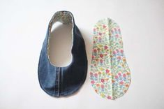 청바지리폼(도안) 덧신만들기,패브릭DIY : 네이버 블로그 Sewing Slippers, How To Make Shoes, Refashion, Diy And Crafts, Baby Shoes, Couture, Handmade, Repurpose, Dress