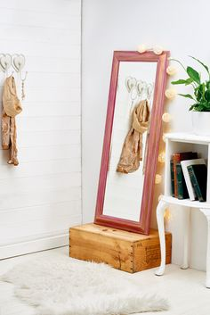 Give a wooden mirror a pink, gilded touch with our how-to // Homemaker, Issue 47 // Image: cliqq.co.uk