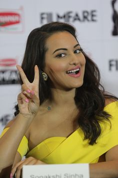 Sonakshi Sinha 2016 Spicy Photos In Colorful Yellow Dress - Tollywood Stars Hindi Actress, Indian Film Actress, Best Actress, Indian Actresses, Poonam Sinha, Sonakshi Sinha, New Movie Posters, Beautiful Bollywood Actress, Indian Movies