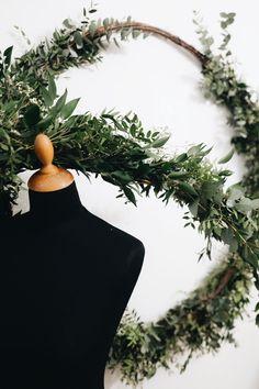 Handmade flower crown from Vienna. ❤ Exclusive custom made wedding crowns for brides ❤ Blumenkranz handgemacht in Wien anfertigen lassen. Handmade Flowers, Flower Crown, Flower Decorations, Wreaths, Bride, Simple, Wedding, Beautiful, Home Decor