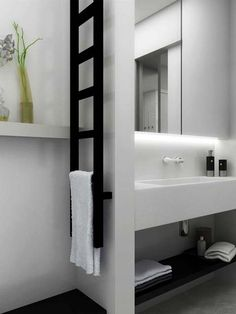 Gekko towel radiator: It is a narrow radiator which is particularly ideal for one of the small empty wall sections of bathrooms both as a towel rail and as a room divider.