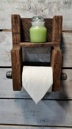 58 Floating Pallet Shelves That You Have To Try Farmhouse Toilet Paper Holders, Wooden Toilet Paper Holder, Bathroom Toilet Paper Holders, Wooden Pallet Projects, Small Wood Projects, Woodworking Projects Diy, Rustic Bathroom Wall Decor, Rustic Toilets, Wall Mounted Toilet