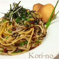 きのこ和風パスタ A bit too much 醤油 & linguine pasta for 3 people. 1 persons worth of sauch. With two big spoons of oil. Wine Recipes, Asian Recipes, Gourmet Recipes, Cooking Recipes, Healthy Recipes, Ethnic Recipes, Cooking Rice, Cooking Pork, Japanese Dishes