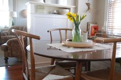 chairs, round dining table
