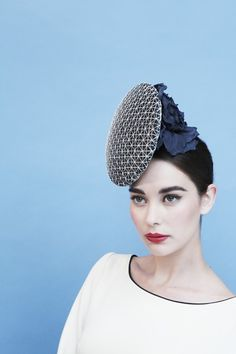 Fit for a Queen: Gina Foster Millinery Diamond Jubilee fascinator . Fascinator Hats, Fascinators, Headpieces, Millinery Hats, Big White Flowers, British Hats, Derby Attire, Leather Jewelry Making, Occasion Hats