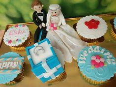 Wedding Cupcake Set Wedding Cupcakes, Sweet Cakes, Fondant, Desserts, Food, Tailgate Desserts, Fondant Icing, Dessert, Postres