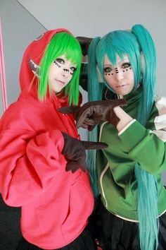 Vocaloid Cosplay- Gumi & Miku: Matryoshka<-_-i dont know what this is but my guess is that it goes here Vocaloid Cosplay, Anime Cosplay, Funny Cosplay, Epic Cosplay, Amazing Cosplay, Cosplay Outfits, Cosplay Girls, Cosplay Costumes, Otaku