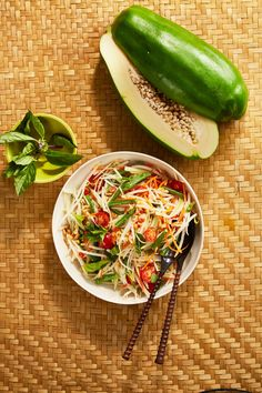 Thai Green Papaya Salad Recipe, Pickled Papaya, Asian Recipes, Healthy Recipes, How To Cook Beans, Roasted Peanuts, Wrap Sandwiches, Fresh Lime Juice, Healthy Alternatives