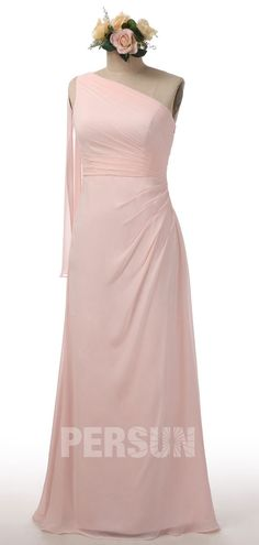 Robe de demoiselle d'honneur longue simple encolure asymétrique rose poudré Formal Dresses, Wedding Dresses, One Shoulder Wedding Dress, Marie, Deco, Fashion, Dusty Rose Dress, Groomsmen, Plain Dress