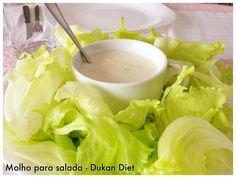 Molho para salada Ingredientes: . 1 pote de iogurte 0% gordura, 0% açúcar, sem sabor . 1 colher (de café) rasa de sal . 1 colher (de café) rasa de pimenta do reino preta moída . 2 colheres (de sopa) de queijo cottage . 1 colher (de sopa) de azeite extra-virgem