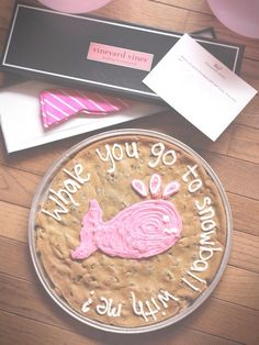 Best sadie hawkins invite ever. though you could turn it into homecoming and get the girl a shep shirt from vineyard vines love the whale cookie! Halloween Tanz, Dance Proposal, Homecoming Proposal, Homecoming Ideas, Vineyard Vines Whale, Sadie Hawkins, Little Presents, Prep Life, Sorority Life
