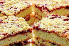 Вкусный и ароматный тертый пирог с вареньем многим из нас знаком с детства. Эта рассыпчатая выпечка с сочной начинкой сопровождала уютные семейные чаепития и задушевные беседы.