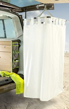 New VW busses have: a curtain on the tailgate gives the Cape Town a private shower (Photo: Hymer)