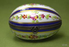 Antique Limoges Decor Main France Hinged Easter Egg Trinket Box Hand Painted A.F Sold Painted Books, Hand Painted, Limoges, China Painting, Vintage Box, China Porcelain, Trinket Boxes, Ceramic Pottery, Easter Eggs