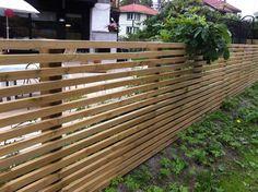 Bilderesultat for tregjerde Deck Railing Design, Fence Design, Garden Design, Diy Pergola, Gazebo, Japanese Fence, Summer House Garden, Outside Living, Garden Fencing