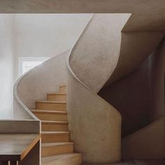 Staircase at place in Madrid, Spain, as featured in Issue   Photography: Interior Stairs, Interior And Exterior, Interior Design, Gray Interior, Design Interiors, Curved Staircase, Modern Staircase, Wabi Sabi, Scandinavian Style