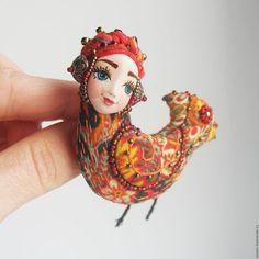 Embroidery Fashion, Embroidery Jewelry, Beaded Embroidery, Persian Pattern, Embroidered Bird, Baubles And Beads, Beaded Brooch, Brooches Handmade, Handmade Decorations