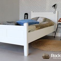Kinderbed Alex is een mooi afgewerkt werk bed in massief grenen dekkend wit.   Het bed wordt inclusief lattenbodem geleverd.   Door de tijdloze uitstraling past dit kinderbed in iedere kinderkamer