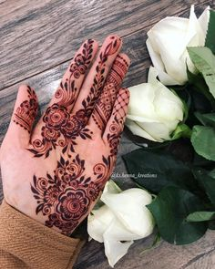 This time we are sharing with you our Best and Latest Flower Mehndi Designs which are purely different from others these Designs are from the Best of the Best Mehndi Artists. Mehndi Designs Front Hand, Modern Henna Designs, Indian Henna Designs, Floral Henna Designs, Mehndi Designs Book, Finger Henna Designs, Mehndi Designs For Beginners, Mehndi Designs For Girls, Mehndi Designs For Fingers