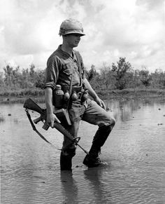 Soldier on patrol in a swamp Vietnam History, Vietnam War Photos, American War, American History, North Vietnam, Vietnam Veterans, American Revolution, Cold War, Military History