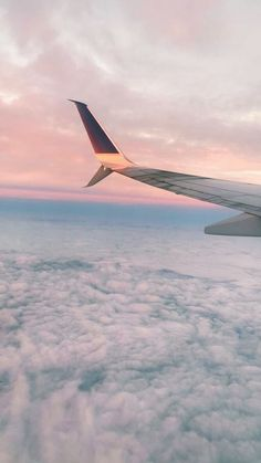 See more of stormiegoldsmith's VSCO. Aesthetic Pastel Wallpaper, Aesthetic Backgrounds, Aesthetic Wallpapers, Sky Aesthetic, Travel Aesthetic, Airplane Photography, Travel Photography, Photo Wall Collage, Picture Wall