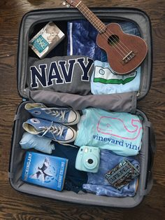 Beach Vacation Things To Do. The best recommendation to go somewhere that is not confusing Travel Bag Essentials, Road Trip Essentials, Vacation Packing, Packing Tips For Travel, Weekend Packing, Summer Aesthetic, Travel Aesthetic, Vacations In The Us, Affordable Vacations