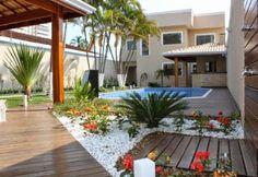 É muito bom ter um quintal charmoso, funcional e que não dê muito trabalho para cuidar. Ao invés de uma piscina, pode instalar uma Jacuzzi, ...