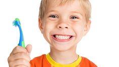 Evita las caries con estos 3 consejos, ¡toma nota!  1. Después de comer dulces o beber gaseosas hay que limpiarse los dientes para evitar su aparición 2. La higiene bucal diaria de al menos 3 veces al día es fundamental 3. Al menos una visita al año al odontólogo ayudará a encontrar alguna caríe pequeña y evitar que sea más profunda www.clincadentaltorresygingiva.com
