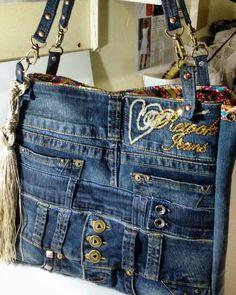 Denim bag never goes out of style Denim Handbags, Denim Tote Bags, Denim Purse, Blue Jean Purses, Denim Jean Purses, Denim Ideas, Denim Crafts, Old Jeans, Recycled Denim