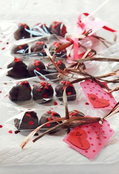 In Honor Of Design: Edible Valentines: Package and Present Diy Truffles, Chocolate Truffles, Chocolate Gifts, Chocolate Chocolate, Chocolate Brownies, Chocolate Covered, Dessert Packaging, Cookie Packaging, Valentines Day Desserts