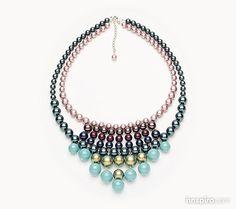 Las perlas de cristal son réplicas perfectas de las perlas auténticas. Están fabricadas con un exclusivo núcleo de cristal, revestido con una innovadora capa de perla, que presenta una perfecta, lisa y suave superficie redondeada. Están disponibles en una gran variedad colores y en dos agujeros, pequeño y grande, de diámetros 0,8 mm y 1,3 mm respectivamente.