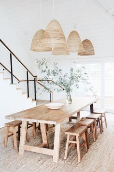 60 Easy Rustic Farmhouse Dining Room Makeover Ideas - Page 3 of 60 - Choti Decor Dining Room Inspiration, Home Decor Inspiration, Decor Ideas, Decorating Ideas, Summer Decorating, 31 Ideas, Layout Inspiration, Interior Decorating, Dining Room Design