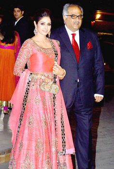 Sridevi with husband Boney Kapoor at Manish Malhotra's niece's reception. Bollywood Saree, Bollywood Fashion, Indian Dresses, Indian Outfits, Manish Malhotra Collection, Beautiful Dresses, Nice Dresses, Asian Wedding Dress, India