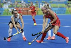 United States' Kathleen Sharkey, right, challenges against Argentina's Agustina Habif, left, during a women's field hockey match at 2016 Summer Olympics in Rio de Janeiro, Brazil, Saturday, Aug. 6, 2016. (AP Photo/Hussein Malla)