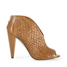 Image from http://coolspotters.com/files/photos/716998/vince-camuto-amelia-shoe-profile.jpg?1357434907.