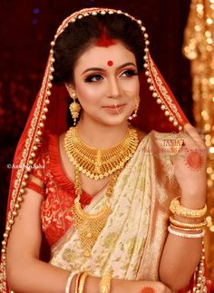 After seeing Gurnoor & Zubeen Wedding Pics, our heart says only one thing that this is made for each other only. Wedding Reception Makeup, Bridal Wedding Dresses, Wedding Bride, Saree Wedding, Wedding Pics, Bengali Bridal Makeup, Bridal Hair And Makeup, Bride Makeup, Bengali Bride