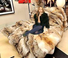 Fox Fur Coat, Fur Coats, Girly Outfits, Chic Outfits, Fur Bedding, Fur Accessories, Fur Blanket, Faux Fur Throw, Fur Fashion