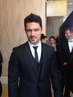 General Hospital star Ryan Paevey (Nathan). Is it hot in here? #DaytimeEmmys #GH #RedCarpet pic.twitter.com/RXYNqWgOke